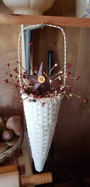 Hanging basket with pip berries and star for Sale in Farmville, VA