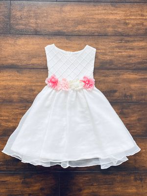 Photo Baby girl clothes beautiful white dress with a flower trim on the waist size 2T