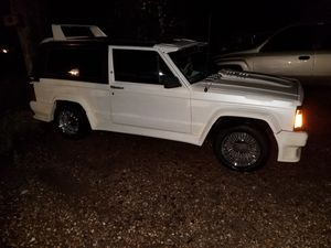 Photo 1985 Jeep Cherokee Laredo (Lowrider)