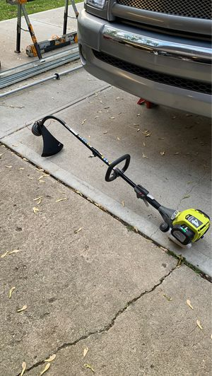 Photo Ryobi 4 cycle weed eater with curved shaft