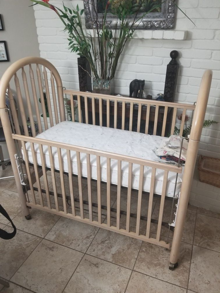 Simmons Crib - Great condition