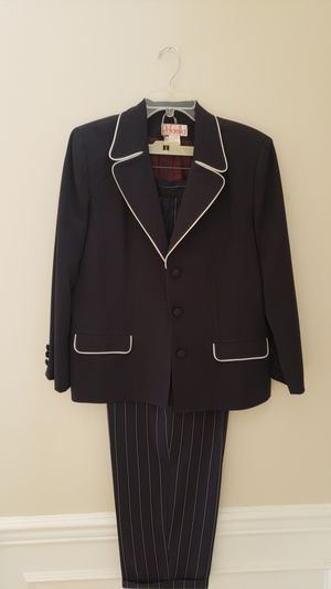 Soze 14 petites Navy woman's suit for Sale in Knoxville, MD