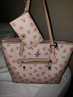 Coach bag & wristlet for Sale in Orlando, FL