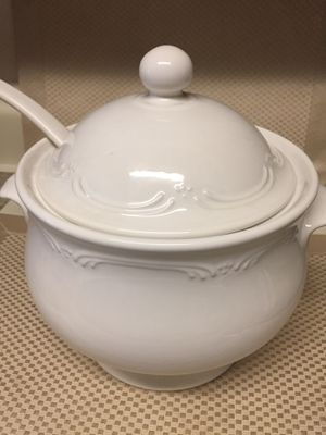 Pfaltzgraff Filigree Soup Tureen $ 130 dollars value for Sale in Falls Church, VA