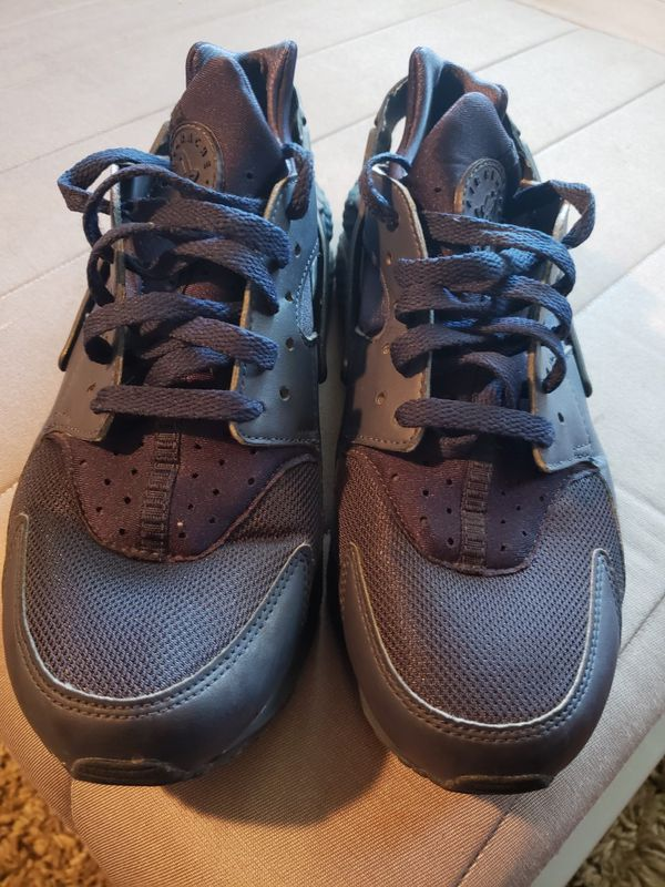 sneakers for cheap 52fda 6f797 Nike huaraches for Sale in San Jose, CA - OfferUp