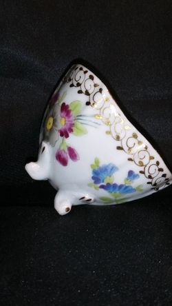 Miniature Porcelain Tea Cup. Four Footed Hand Painted Gold Trim Thumbnail