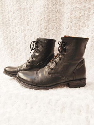 Photo Fiorentini + Baker men's boots size 42 EUC with minor wear. If you have any questions or photo requests please let me know before you purchase.