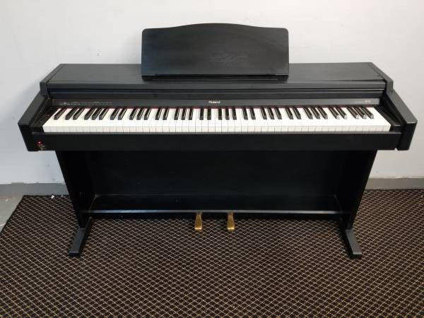 Roland Hp 145 Digital Piano with Stool and Stand Black for Sale in  Kennesaw, GA - OfferUp