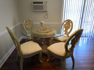 Photo Beautiful Victorian Style Table With 4 Chairs FS