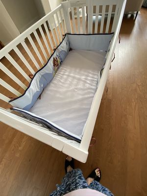 Photo Baby Crib with mattress and bumper