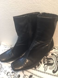 Preowned 💯Aerosoles ankle Boots 🎁 Thumbnail
