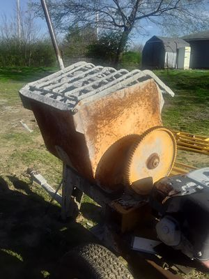 Photo Concrete Mixer & Scaffolds