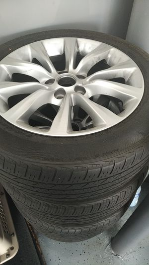 Photo Chrysler 200 17 inch wheels with tires