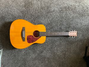 Photo Yamaha FG-Junior guitar
