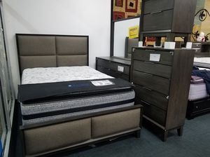 Free local delivery and set-up queen-size complete 5 piece bedroom set for Sale in Takoma Park, MD