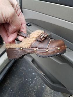 Little girls clogs brand new never been worn Thumbnail
