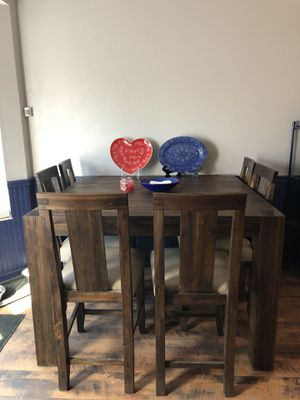 Photo Counter height table with 6 chairs