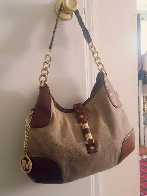 Hand bag Michael kors for Sale in Richmond, VA