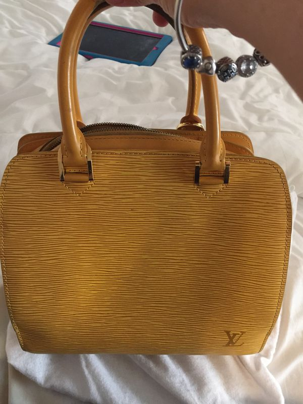 Used Louis Vuitton Purses >> Used Louis Vuitton Purse 100 Authentic For Sale In Coral Gables Fl Offerup