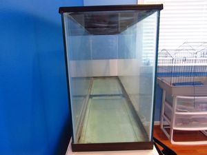 Large tank with screen top for Sale in South Riding, VA