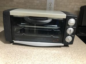 Delonghi toaster oven for Sale in Atlanta, GA