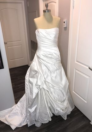 Wedding Gown size 12 CLEARANCE SALE for Sale in Las Vegas, NV - OfferUp