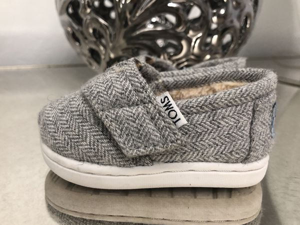 68816b01d35 TOMS Canvas Slip-On Shoe Women s Size 7.5 (Clothing   Shoes) in Tolleson