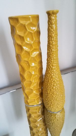 Two Beautiful Vases 1 Feet High For Sale In Victorville Ca Offerup