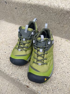 Keen women us 5.5 waterproof hiking shoe for Sale in Chicago, IL