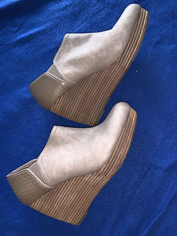 249ec833eca7 Dr. Scholl s Women s Harlow Wedge Bootie Adult 10 for Sale in San ...