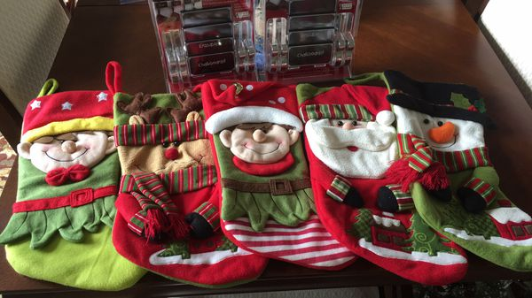 Set Of 5 Christmas Stockings And 8 Mantle Clips For Sale In Granby
