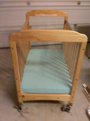 Photo Baby Crib on locking wheels with mattress