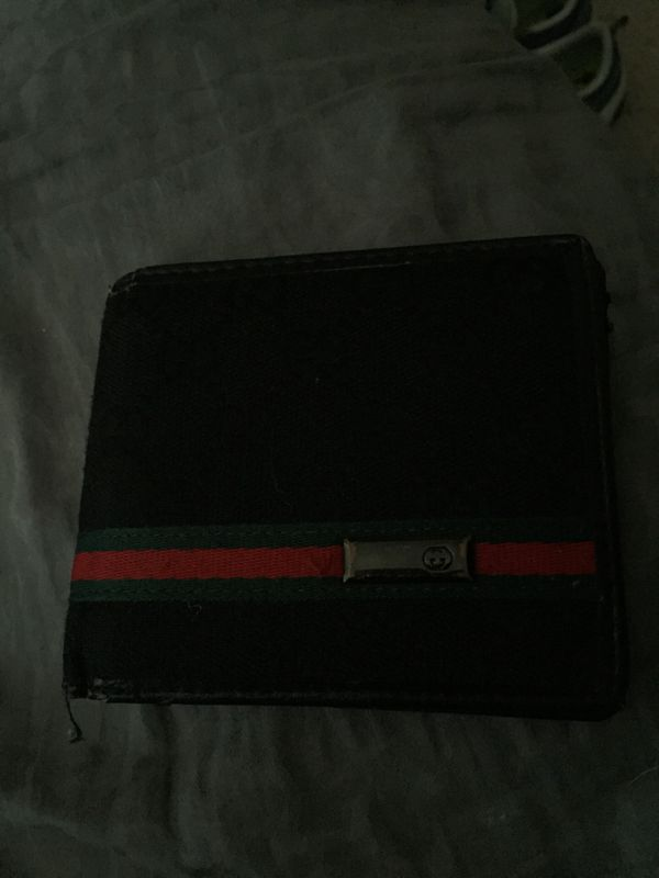 995e233d8462 Old Gucci wallet for Sale in Bothell, WA - OfferUp