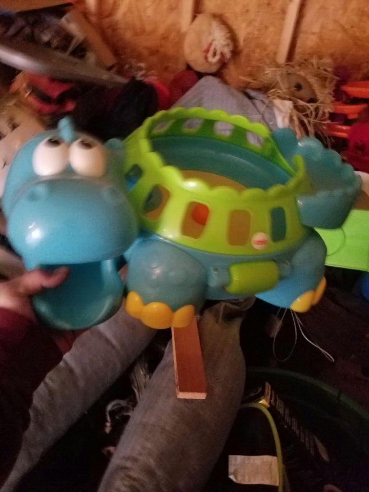 Alligator ball pop toy