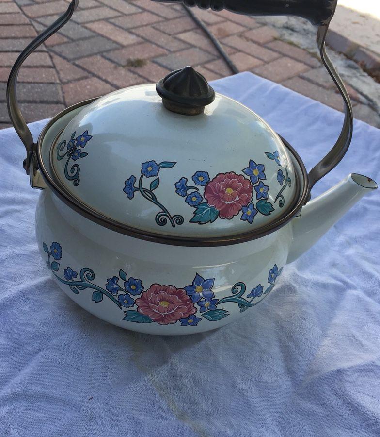 Beautiful Normandy Tea Pot nice shape