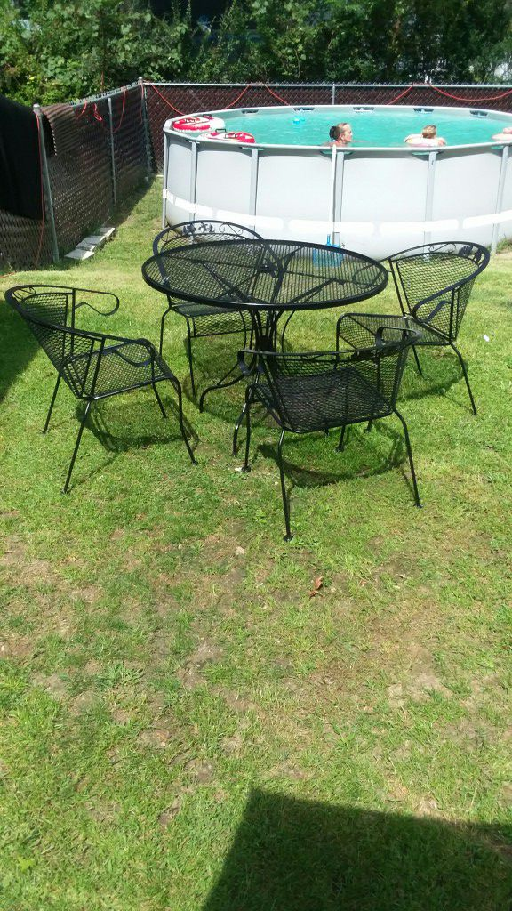 excellent condition no issues wrought iron 5 piece patio dining set