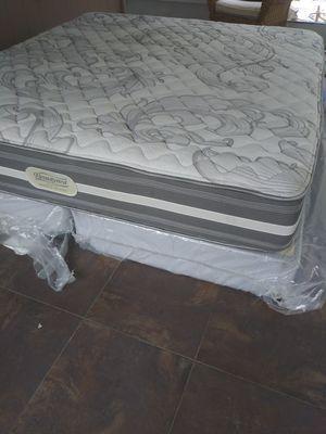 Photo Beautyrest king mattress box spring