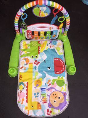 Photo Fisher price deluxe kick & play piano gym