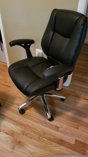 Black leather office chair for Sale in Bailey's Crossroads, VA