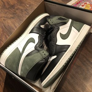 Nike air Jordan retro 1 size 10 clay green for Sale in Tampa, FL
