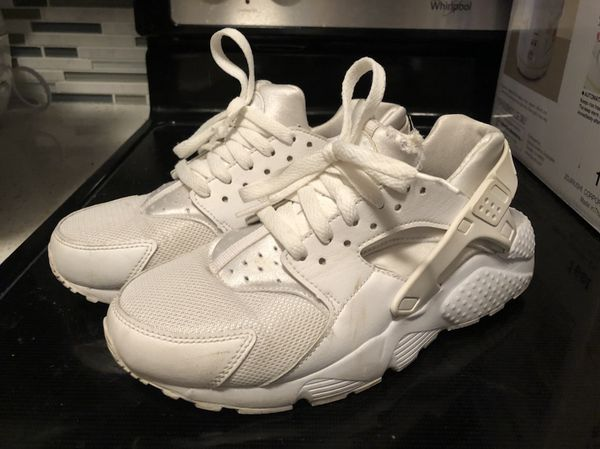 cae67f4c8921 White Nike Huarache Run size Y6.5 for Sale in Queens