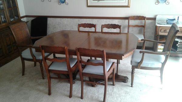 Dining Room Table 4 Antique Chairs 2 End Includes Leaves And Pad Also China Cabinet Made In NC LOCAL ONLY Furniture