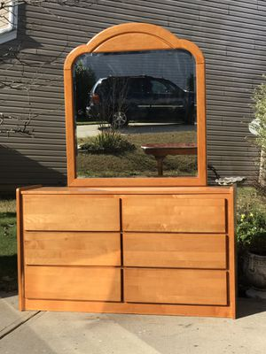 Solid Wood Dresser with 6 Deep smooth Drawers and Mirror. Excellent condition. Hablar Espanol. Delivery available for Sale in Raleigh, NC