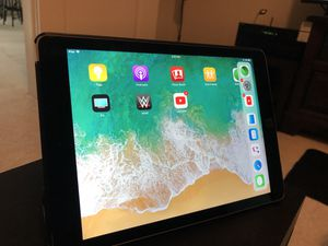 IPAD AIR 2 $300 for Sale in Fort Washington, MD