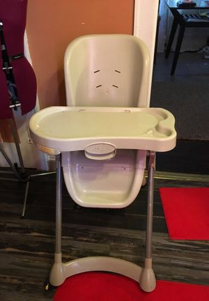 Baby high chair for Sale in Columbus, OH