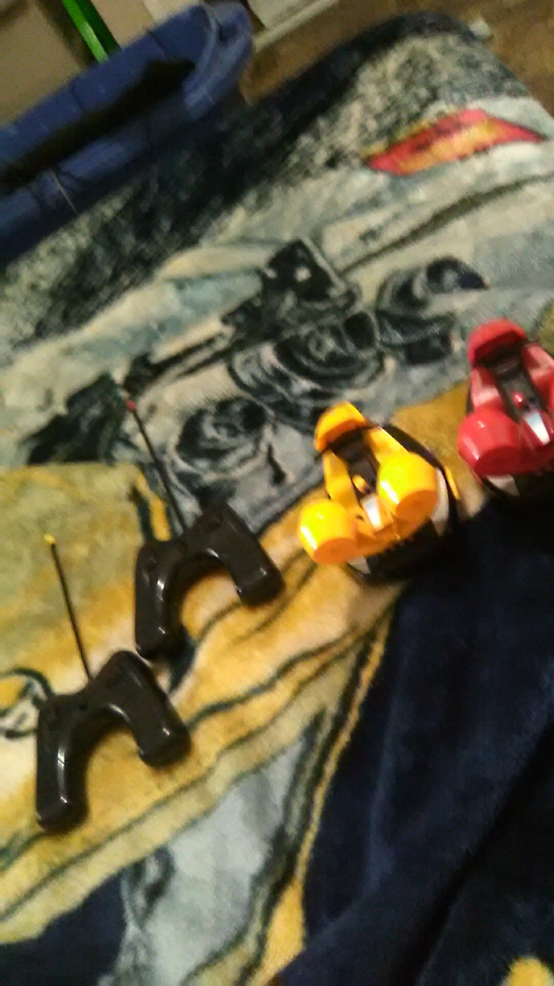 Green and yellow bumber cars with controllers (no battery's )