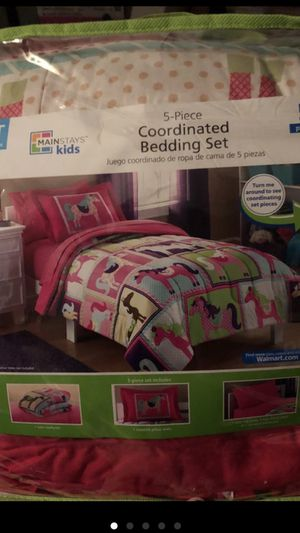 Twin coordinated bedding set (girls bedroom) for Sale in Jacksonville, FL