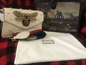 NWT GUCCI BROADWAY PEARLY BEE WHITE SUGAR CANDY CROSSBODY BAG W/2 for Sale in Takoma Park, MD