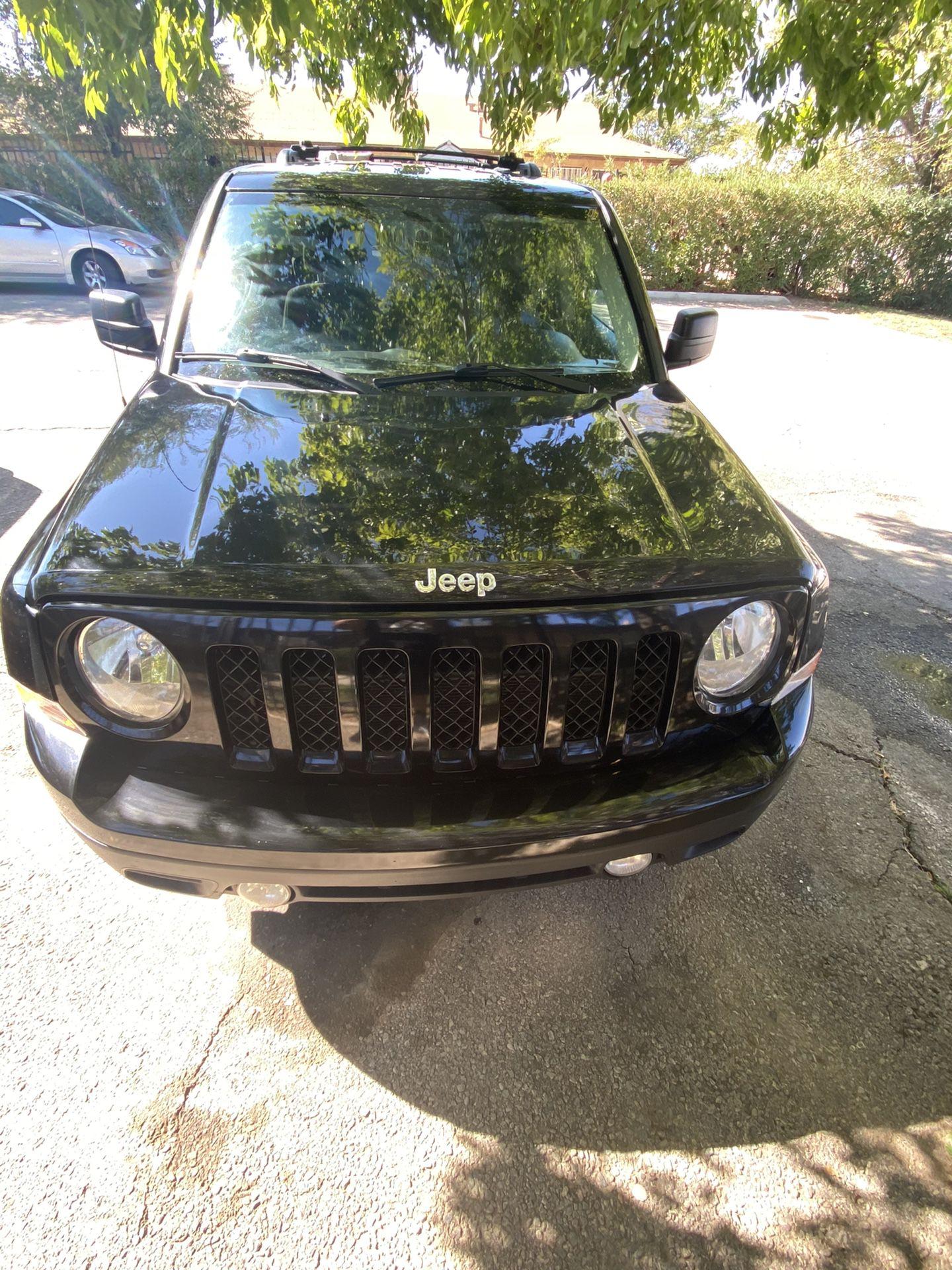 2014 Jeep Patriot latitude $7,000
