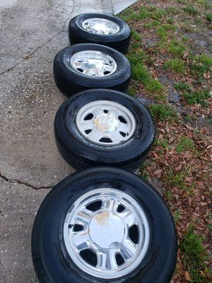 Photo GMC / Chevy rims and tires